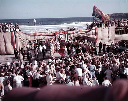 The Queen addresses the crowds upon her arrival at Bondi Beach, Sydney on 3 February 1954. Image: National Archives of Australia